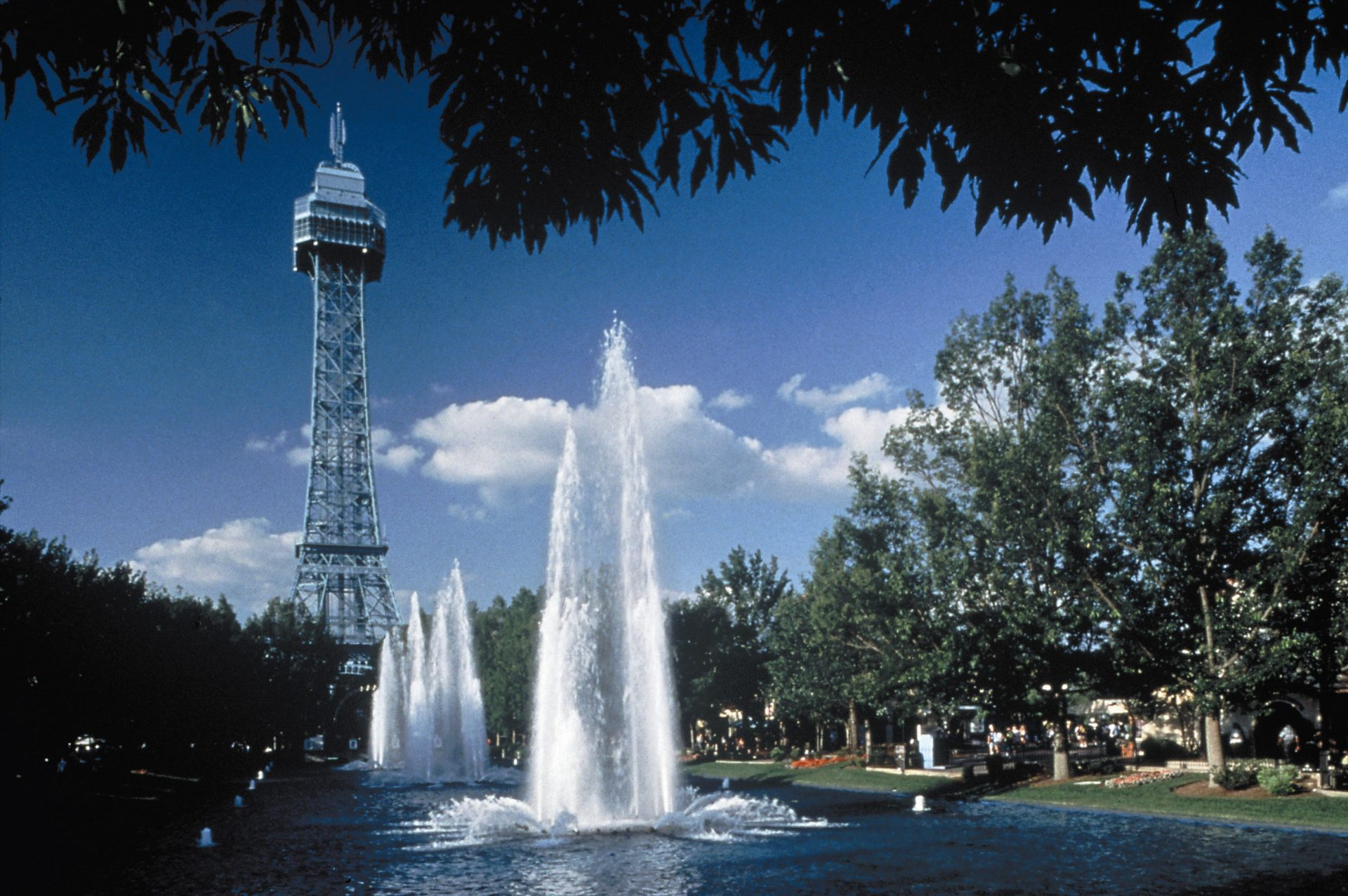 Eiffel tower with fountains in front at Kings Dominion